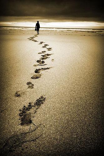 Orme nella sabbia strada sbagliata