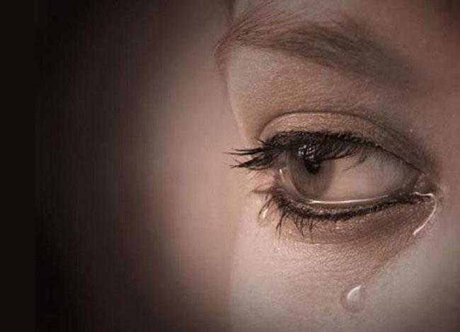 Donna sofferente per abbandono d'amore