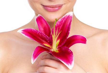 Donna con fiore oleazione