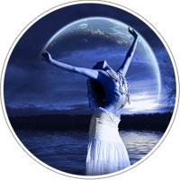 Donna in contatto con la luna