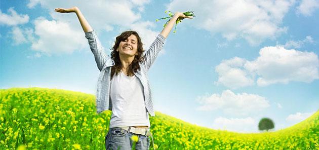 Donna sorridente sana naturopatia