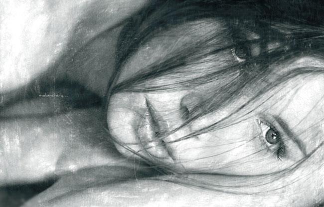Donna malinconica con dolore