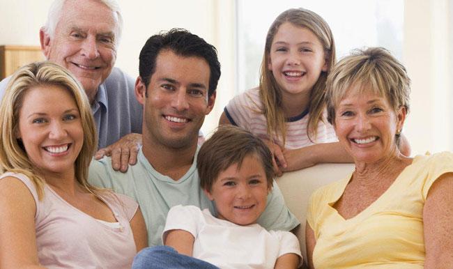 Bambino con famiglia