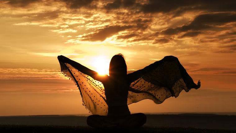 Il coraggio di una donna in meditazione