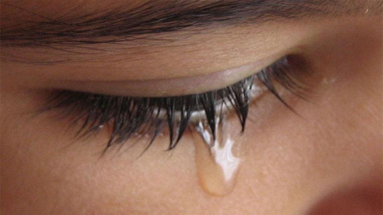 Lacrime di una donna confusa dall'amore
