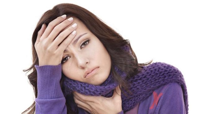 Ragazza ammalata con influenza